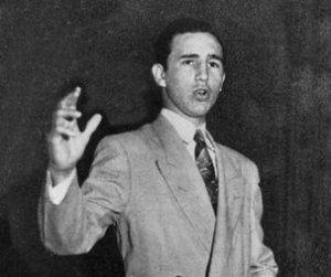 Fidel-joven-traje