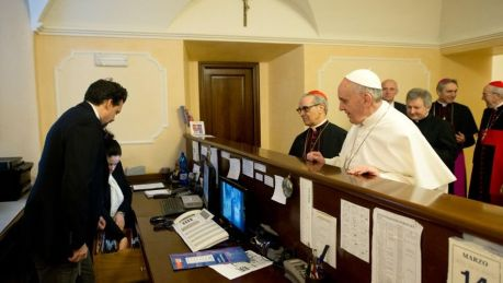 Papa-Francisco-paga-deudas_TINIMA20130315_0543_3