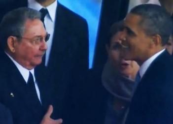 El-saludo-de-mano-entre-los-presidentes-Barack-Obama-y-Raul-Castro-390x280