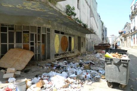 Entrada-del-Teatro-Musical-de-La-Habana.-Foto-P.-Chang
